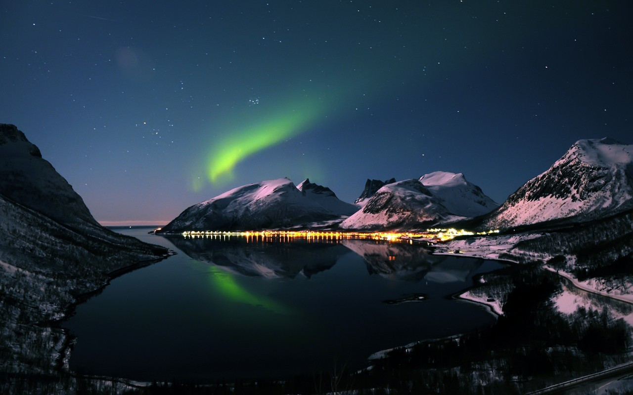 Amazing Northern Lights Asus Google Nexus 7 Wallpaper